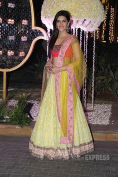 'Heropanti' actress Kriti Sanon went in for a Manish Malhotra design. (Source: Varinder Chawla)