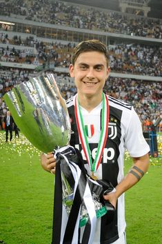 Paulo Dybala of Juventus holds the Italian Supercup trophy after. Football Hits, Best Football Players, Football Stuff, Neymar Psg, Cristiano Ronaldo Cr7, Juventus Players, Juventus Fc, Mariano Diaz, Ronaldo Wallpapers