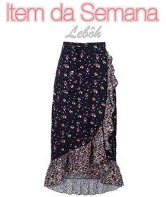 A estampa e os babados desta saia envelope dão um toque feminino. Ela, ainda, tem uma modelagem mais solta. O que a faz ser uma ótima opção para o verão.