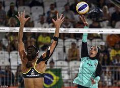 Embora a Federação Internacional de Voleibol costumava ter normas que regulam o…