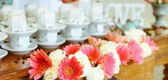 Die richtigen Hochzeitsfarben finden ist eine wichtige Aufgabe bei der Hochzeitsplanung. Unsere praktische Checkliste hilft bei der Farbwahl.