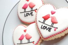 <3 Sweetopia.net has awesome cookie decorating ideas and recipes!