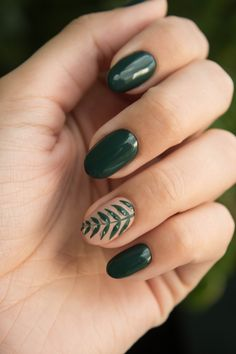 Spring Nail Colours and Nail Art Ideas. Gorgeous spring nail colours and nail art designs. Simple, unique ideas perfect for Spring 2019 Pastel nail art. Dark Green Nails, Green Nail Art, White Nail Art, Brown Nails, Green Nail Designs, Short Nail Designs, Cute Nail Designs, Accent Nail Designs, Flower Nail Designs
