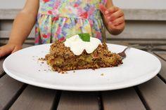 Rebarborovy drobenkovy kolac Kitchenette, Pavlova, Banana Bread, Pie, Desserts, Food, Torte, Tailgate Desserts, Cake