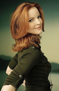 Marcia Cross is an American television actress known for her roles as Dr. Kimberly Shaw on Fox soap opera Melrose Place and Bree Van de Kamp on the ABC comedy-drama series Desperate Housewives. Marcia Cross, Beautiful Women Over 40, Beautiful Redhead, Red Hair Woman, Mature Redhead, Beautiful Actresses, Redheads, Hair Beauty, Sexy Women