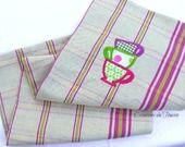 Torchon de cuisine coton fushia vert brodé : Textiles et tapis par toucan