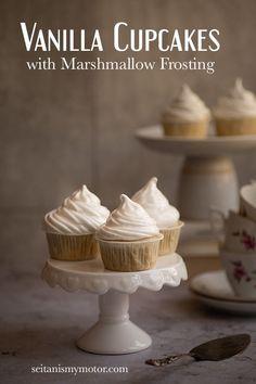 Vegan Cupcakes with Marshmallow Frosting. Easy and delicious recipe, elegant cupckaes. Perfect for birthdays. Marshmallow Cupcakes, Marshmallow Fluff Recipes, Recipes With Marshmallows, Homemade Marshmallows, Toasted Marshmallow, Vegan Cupcakes, Ghost Cupcakes, Aquafaba, Seitan