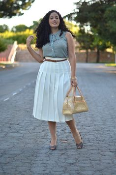 great gathered skirt.  also i love how this woman knows how to dress for her body.