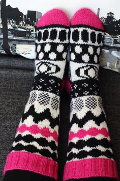 Look at our webpage for more with regard to this spectacular photo Crochet Socks, Knitting Socks, Hand Knitting, Knit Crochet, Knitting Charts, Knitting Patterns, Knitted Blankets, Knitted Hats, Marimekko Fabric