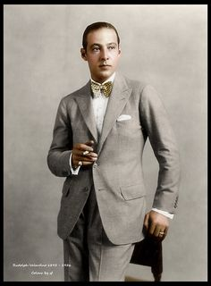 The Sex Symbol of the Portrait Photos of Rudolph Valentino During His Short Life Rudolph Valentino, Hollywood Icons, Vintage Hollywood, Classic Hollywood, Hollywood Glamour, Silent Film Stars, Movie Stars, Roaring Twenties, Star Wars