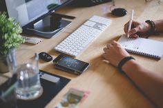 REDISEÑA TU OFICINA EN CASA PARA SER MÁS EFICIENTE. Afortunadamente, puedes configurar tu oficina para minimizar distracciones y maximizar la eficiencia. Aquí están algunas ideas que nos encantan para un rediseño de oficina, que hacen que trabajar desde casa sea un sueño total.  #Tecnologia #Domotica #CasaInteligente #HogarInteligente #AutomatizaciondeEspacios #NuevaTendencias #OficinasInteligentes   #OficinaenCasa   #RediseñoOficina