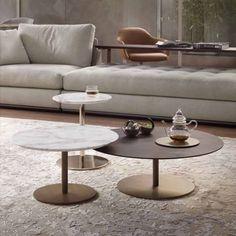 Eine moderne wohnwand mit viel stauraum und leichtigkeit for Marmortisch modern