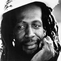 Ang Lo ouve Gregory Isaacs #ang_loouve