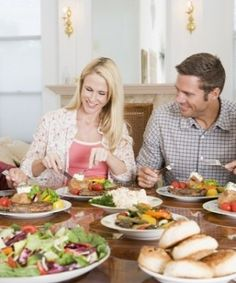 Family meals can help fight obesity among teens