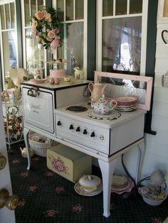 *・゜*:fairynests:*゜・* Cuisinières Vintage, Vintage Shabby Chic, Shabby Chic Style, Shabby Chic Decor, Vintage Decor, Shabby Chic Kitchen, Shabby Chic Homes, Vintage Kitchen, Victorian Kitchen