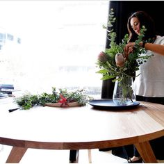 Styling Mr Darcy by @zeelefurniture at my Melbourne #stylingworkshop yesterday. I LOVE the gorgeous native timber of this beautifully handcrafted dining table so it was only natural I selected some gorgeous native blooms to match! check out more gorgeous designs over at  @zeelefurniture . . . #mylittleempire #zeelefurniture #mrdarcy #natives #styling101 #melbourneevents #interiordesignermelbourne