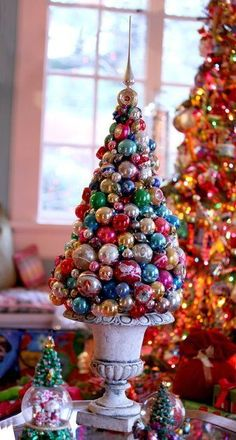 Styrofoam cone, glue and Christmas ornaments would become a perfect holiday tabletop topiary. Christmas Topiary, Tabletop Christmas Tree, Cone Christmas Trees, Noel Christmas, Christmas Balls, Christmas Wreaths, Cone Trees, Christmas Island, Christmas Villages