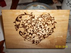 Amanda's floral heart - Before After DIY Wood Burning Crafts, Wood Burning Patterns, Wood Burning Art, Wood Crafts, Dremel Projects, Wood Projects, Crafts To Make, Arts And Crafts, Crochet Bee