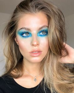 Colorful all blue eyeshadow makeup look #blueeyeshadow #makeup