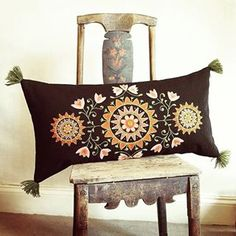 Hallandssöm Swedish Embroidery, Wool Embroidery, Embroidery Motifs, Wool Applique, Cross Stitch Embroidery, Embroidery Designs, Folklore, Wool Quilts, Tablet Weaving