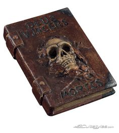 Would be great grimoire for the 'darker' side of my craft such as cures and hexes or maybe for spirit work Halloween Spell Book, Halloween Spells, Spirit Halloween, Costume Halloween, Halloween Crafts, Handmade Journals, Handmade Books, Altered Books, Altered Art