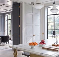 Mixing classic with modern is something I love to do for interior design clients of Amalfi White Living. This space mixes them to perfection Beautiful Kitchens, Beautiful Interiors, Kitchen Interior, Kitchen Design, Interior Doors, Flur Design, Sweet Home, Cuisines Design, Home Living