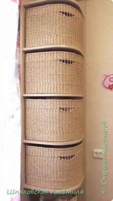stranamasterov.ru Craft Paper Storage, Diy Storage Boxes, Storage Baskets, Newspaper Basket, Newspaper Crafts, Paper Basket Weaving, Upcycled Home Decor, Basket Decoration, Diy Wall