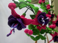 Crochet Flowers Ideas Fuchsia flower in crochet - Brighten the corner in her room in the senior center, lit up a smile in her face, make her special come Mother's Day with your handmade Fuchsia flower décor. Crochet Puff Flower, Knitted Flowers, Crochet Flower Patterns, Crochet Motif, Diy Crochet, Crochet Crafts, Crochet Hooks, Crochet Projects, Crochet Garland