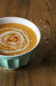 Linsen-Süsskartoffel-Suppe mit Kokosmilch (Vegetarisches Suppenrezept für den Herbst)