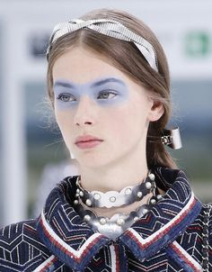 Tendance Coiffure : Les 13 accessoires cheveux de l'été 2016 Double serre-tête chez Chanel