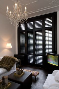 With JASNO window coverings, you can create a warm atmosphere and turn your living room into the calling card for your home. Thanks to their remarkable qualities, every JASNO product delivers an element of luxury in your living room. Black Shutters, Interior Shutters, Black Blinds, Window Shutters, Dark Wood Blinds, Wooden Shutters, Bamboo Blinds, Window Blinds, Modern Window Treatments
