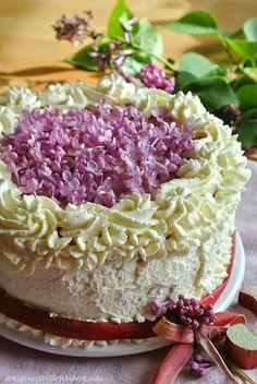 Reginas Wilde Weiber Küche: Schokolade Rhabarberschaum Torte mit Fliederblüten...