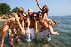 Friends Having Party Fotos, imagens e fotografias Stock Beach Fun, Beach Party, Party Party, Party Fotos, Bachelorette Party Planning, Bachelorette Weekend, Group Of Friends, Beach Photos, Hostel
