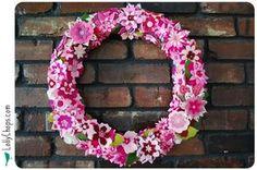 Beautiful flowered felt wreath with tutorial