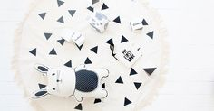 Etsy style files - create a unisex monochrome nursery #Animals, #BabyMobiles…