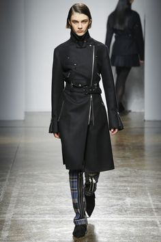 See the complete Fay Fall 2017 Ready-to-Wear collection.