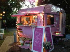 Discover recipes, home ideas, style inspiration and other ideas to try. Food Cart Design, Food Truck Design, Cafe Design, Store Design, Mobile Boutique, Mobile Shop, Kombi Food Truck, Coffee Food Truck, Mobile Coffee Shop