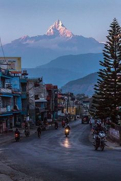 Pokhara Nepal Nepal Travel Honeymoon Backpack Backpacking Vacation South Asia Budget Off the Beaten Path Trekking Bucket List Monte Everest, Cool Places To Visit, Places To Travel, Travel Destinations, Travel Diys, Cheap Travel, Time Travel, Foto Picture, Nepal Trekking