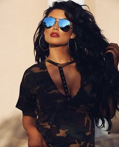The world in pictures Natalie Eva Marie, Wwe Wallpaper, Shady Lady, Girls With Glasses, Womens Glasses, Urban Outfits, Woman Face, Mirrored Sunglasses, Sexy Women