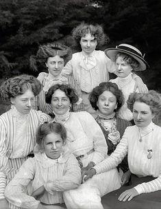1900s. Blusas y faldas.