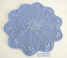 Letras e Artes da Lalá: Granny Square Crochet Kitchen, Crochet Home, Love Crochet, Learn To Crochet, Knit Crochet, Crochet Doily Diagram, Crochet Doily Patterns, Crochet Doilies, Doily Rug