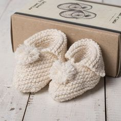 Knit Your Own Baby Booties | GettingPersonal.co.uk