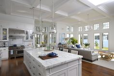 A dream kitchen fit for a family: Style, function and a 360-degree water view