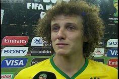 O David Luiz chorando depois do Brasil ser eliminado da Copa do Mundo quando você também estava arrasado.