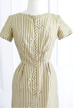 SILK Fitted Wiggle Dress. 50's Vintage Pencil dress. //