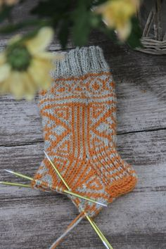 Crochet Socks, Knitting Socks, Crochet Stitches, Knit Crochet, Knit Socks, Boot Cuffs, Yarn Crafts, Handicraft, Slippers