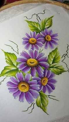 Margarida violeta Violet daisy The post Violet daisy appeared first on Home. Fabric Painting On Clothes, Fabric Paint Shirt, Fabric Art, Fabric Sewing, One Stroke Painting, Tole Painting, Watercolor Paintings, Art Floral, Painted Rocks