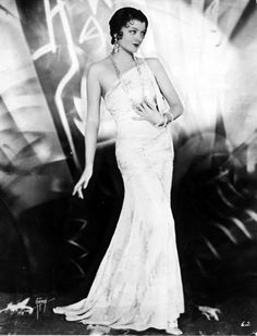 Myrna Loy (photo by Max Munn Autrey) Old Hollywood Glamour, Golden Age Of Hollywood, Vintage Hollywood, Hollywood Stars, Classic Hollywood, Hollywood Icons, 1920s Glamour, Hollywood Divas, Hollywood Fashion