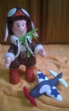 Boneco Aviador do livro Pequeno Príncipe, com roupinha cheia de detalhes. Perfeito para decoração de festas e outros ambientes infantis