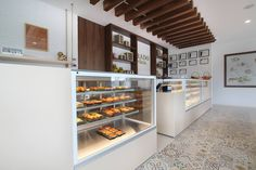 VISTA refrigerated display cases. JORDAO COOLING SYSTEMS® Cheese Shop, Display Cases, Cold Meals, French Door Refrigerator, Contemporary Design, Shops, Kitchen Appliances, Diy Kitchen Appliances, Cabinets